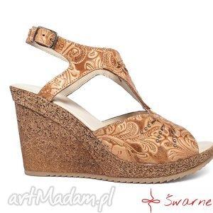 buty sandały z tłoczonej skóry, folk, ludowe, góralka, wesele, ślub