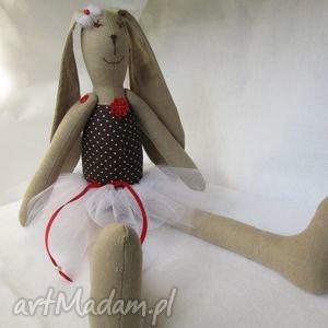 millka baletnica brązowa kropeczka, baletnica, balerina, tutu, roczek, zając, królik