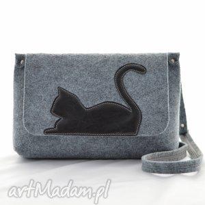 torebka filcowa - listonoszka z uroczym kotkiem czarnej ekoskóry, filc, ekoskóra