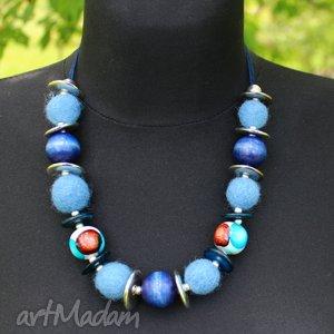 niebieskie korale- filc drewno - korale, filc, wstązka, drewno