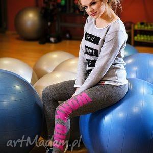 sportowe efektowne legginsy z modnym napisem work out, redmasterclothes