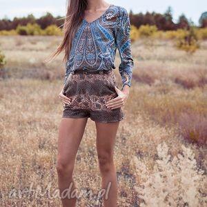 Bluzka Dżala, moda