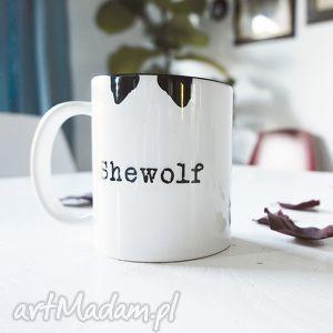shewolf kubek biały z nadrukiem 330ml, coffee, tea, kawa, herbata, prezent, wilk dom