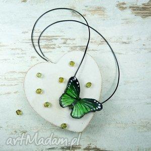 wisiorek-zawieszka motyl w odcieniach soczystej zieleni, greenery, srebro , wisiorek