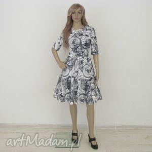 sukienka biała z wzorem kieszeniami, sukienka, wzór, kieszenie, koło, rozkloszowana