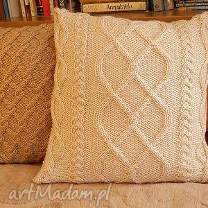 Jasnobeżowa, poduszka, handmade, miękkość, unikatowość