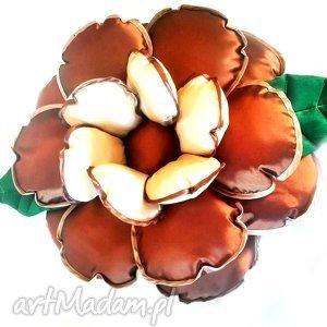 poduszka kwiatek z tafty w kolorze beżu i brązu, kwiat, poduszka, tafta dom