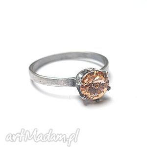 święta prezent, pierścionki kropeczka peach, srebro, swarovski, delikatny