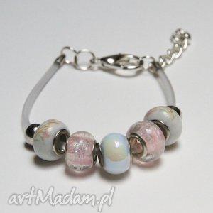biało-różowa bransoletka z linki kauczukowej koralikami ze szkła murano, prezent