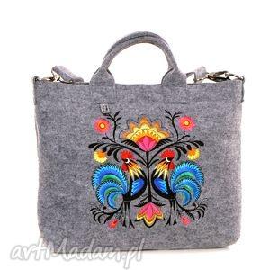 jasna filcowa torba z folkowymi kogutkami, trebka, filc, laptop, pokrowiec, folk