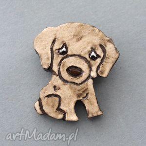 biszkopcik-broszka ceramiczna - minimalizm, wielbiciel, pies, prezent, urodziny, czapka