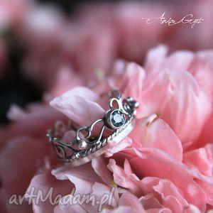 Pierścionek szafirowy, topaz, srebro, ażur, oksydowany, pierścionek