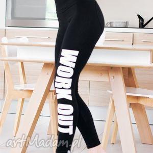 modne legginsy czarne z fajnym nadrukiem napisem work out push up serce