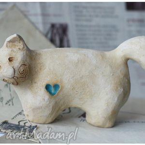 ceramika kot lepiuch z turkusowym serduszkiem, kot, dom