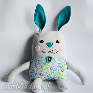 zakręcony królik - kinia - zając, królik, wielkanoc, dziewczynka, chrzciny