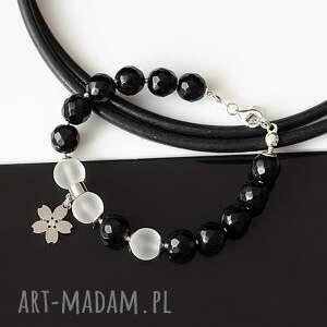 bransoletki biało-czarna bransoletka, onyks, kwarc, srebro, kwiatek