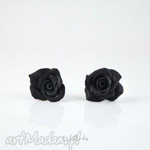 kolczyki - czarna róża wkrętki, sztyfty, kolczyki, modelina, róże