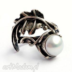 pierścionki puch - srebrny pierścionek z perłą, srebro, 925, perła, metaloplastyka