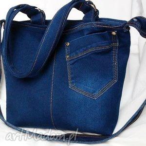 niebieska torba z recyklingu jeansu, torebka, jeans, recykling, modna, wygodna