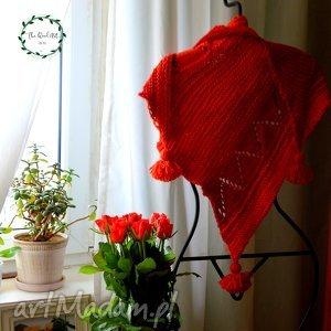 wyjątkowy prezent, asymetryczna chusta, baktus, szal, wełniana, czerwona