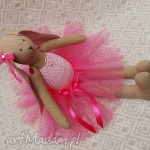 maskotki baletnica w nowej różowej spódnicy, baletnica, tiul, tutu, roczek, maskotka