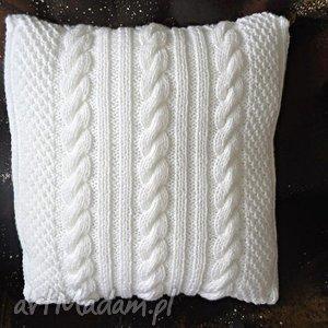poduszki poszewka wełniana z poduszką warkoczami w bieli, warkocze, guziki, ręcznie
