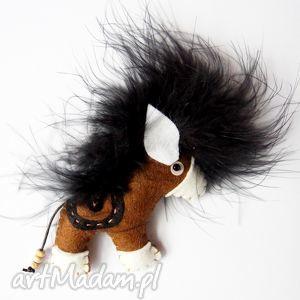 konik - broszka z filcu - filc, koń, kucyk, pony, pióra, broszka