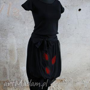 Zagubione w labiryncie-sukienka, seksowna, czarna, dzianinowa, wieczorowa, wygodna