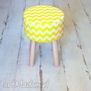 Stołek Fjerne M (żółte zygzaki), puf, taboret, stołek, drewno, bawełna