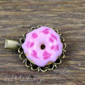 ozdoby do włosów spinka donut w serca, spinka, modelina, donut, fimo, słodycze