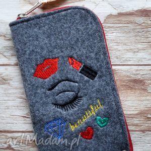 filcowe etui na telefon - beautiful, modne, etui, smartfon, filc, prezent, haft