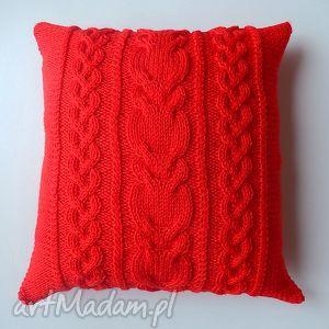 Czerwone sploty 40x40, handmade, unikatowość, włóczkowa, warkocze, miękkość