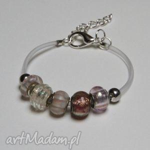 bransoletki pudrowo różowa bransoletka z linki kauczukowej koralikami ze szkła