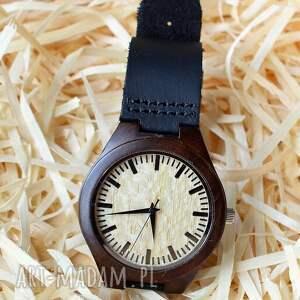 Drewniany zegarek z sandałowca, na czarnym skórzanym pasku, zegarek, drewniany