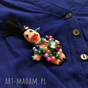 broszka fifi błyskotka, broszka, lalka, perły, cyrkonie, zapinka, unikatowa, unikalny