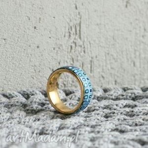 Obrączka w bĺękicie, obrączki, pierścionki, złoty, ombre, geometryczne, niebieski