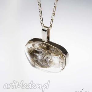 muskowit - naszyjnik z minerałem zatopionym w żywicy - wisiorek, kamień