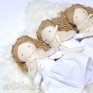 przytullale lalka hand made w białej sukience, lalka, szmaciana, handmade, chrzest