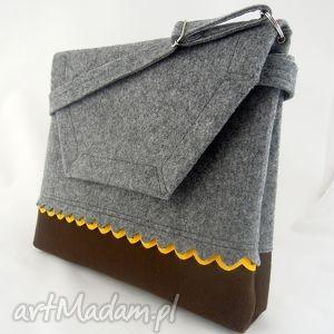 filcowa torebka a4 - szara z brązowym dołem i żółtą falbanką, filc, aktówka