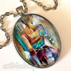 kobiece piękno - owalny medalion z łańcuszkiem - owal, medalion, naszyjnik