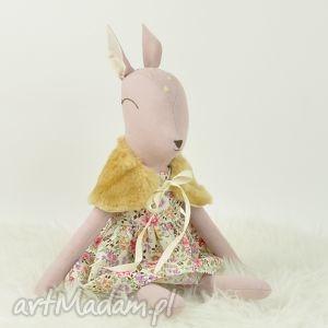 Sarenka w kwiecistej sukience, sarenka, przytulanka, bambi, lalka, szmacianka