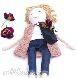lalka w dżinsach, lalka, dżinsy, handmade, futerko, prezent, urodziny, unikalny