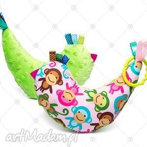 maskotki kurka przytulanka sensorek maskotka minky - różowe małpki na zielono