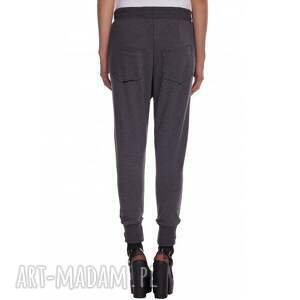 nietuzinkowe spodnie dresowe basic