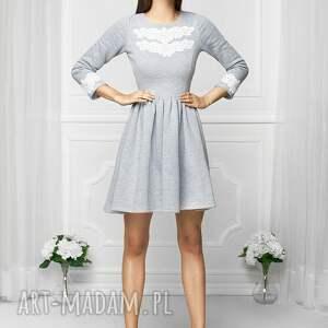 sukienki rozkloszowana sukienka z aplikacją szara